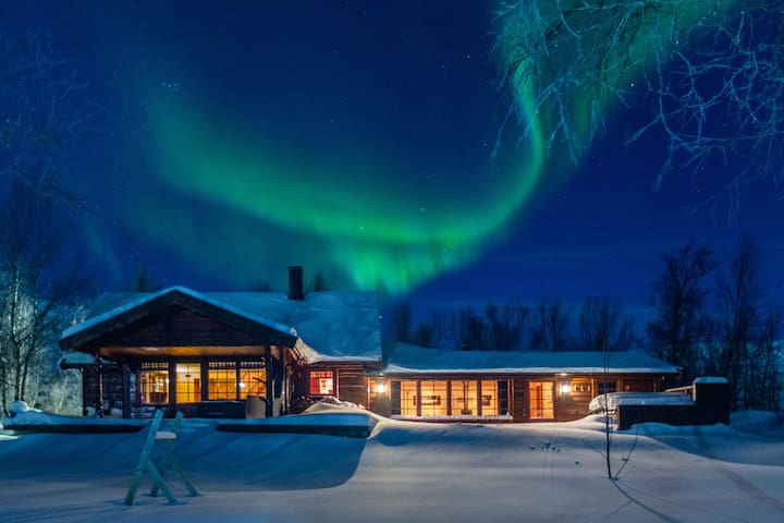 Arctic Wilderness Lodge with breakfast included