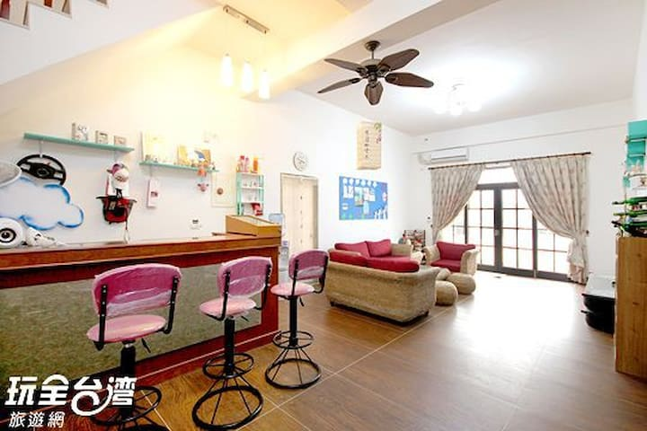 舒適的合法澎湖民宿不分平假日的優惠房價有雙人房四人房六人通鋪可選擇