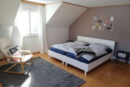 Dornbirn: Großes Zimmer in Zentrums- und Naturnähe