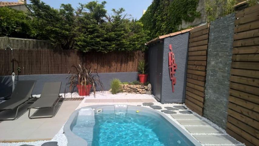 Joli F2 de 27 m2 ensoleillé/calme/piscine - Pérols - House
