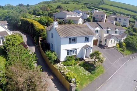 CROYDE WHITE HOUSE | 4 Bedrooms | Large, dog-friendly family home