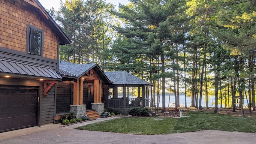 Perfect Lake Getaway : ** NEWLY REMODELED**