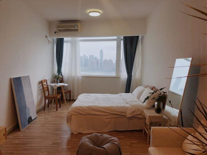 (一舍梦田)市中心滨江公园旁高层江景房带坚果投影可免费观看vip大片