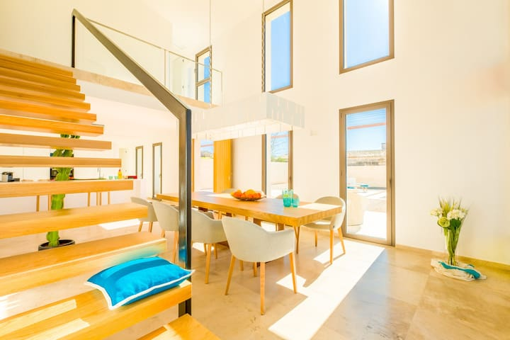 Die Treppe zu 3 von 4 Schlafzimmern