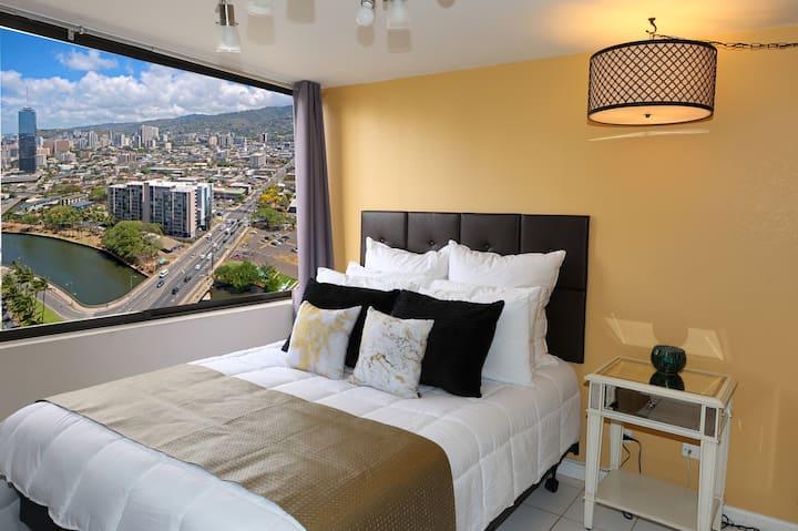 Modern Waikiki Remodeled Condo-Great Views! Legal!