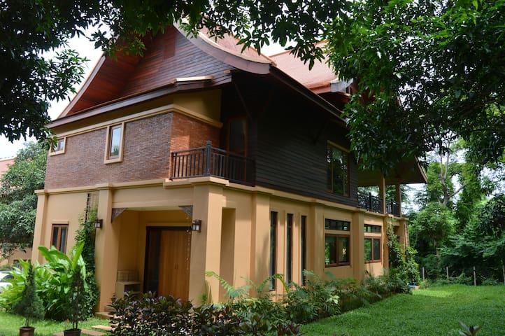 Stunning Villa on Spa Detox Resort - Rumah
