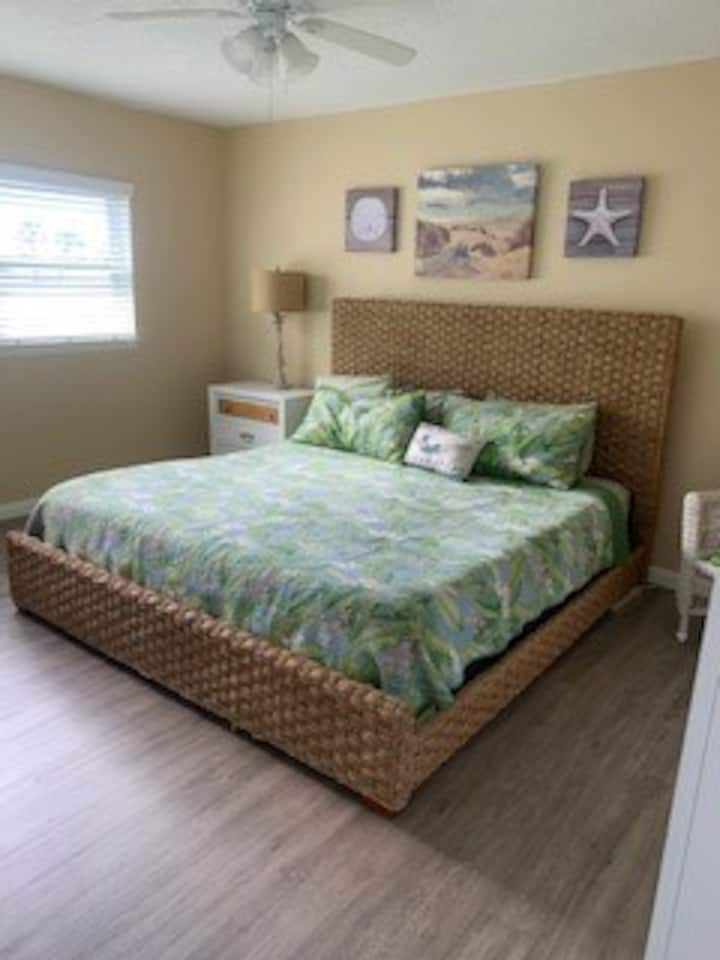 Closest to the Beach! 2 King Beds! Best Value: 15
