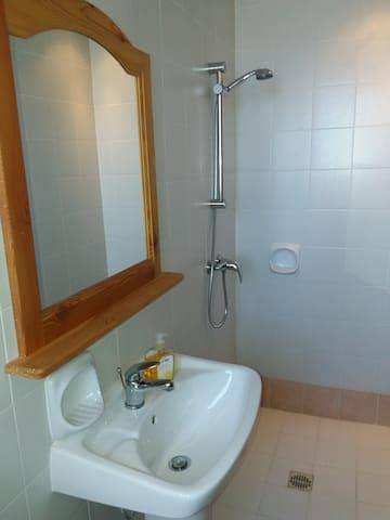 bedroom is en suite shower