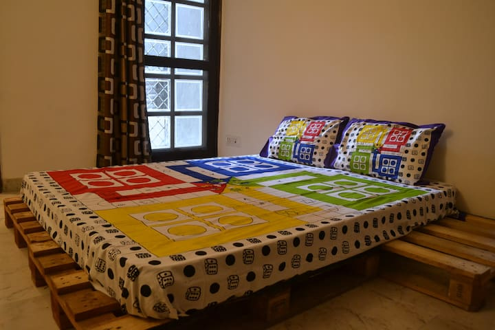 Bedroom with Bath - Heart of South Delhi (GK I)