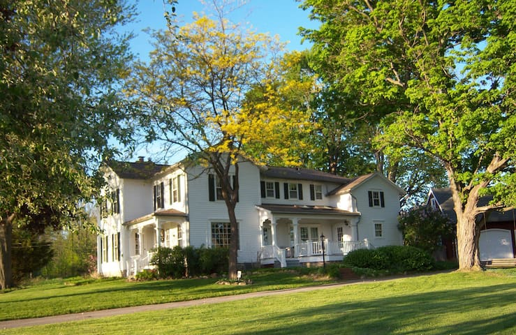 Esten-Wahl Farm - Historic Landmark Victorian Home - Fairport - Casa