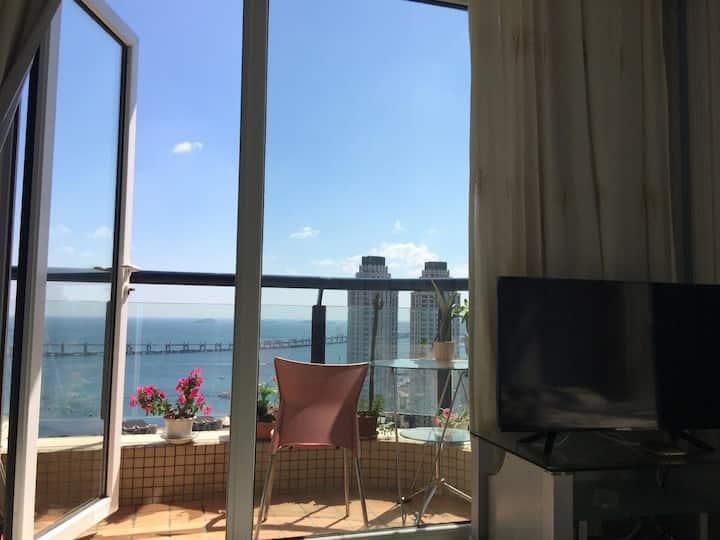 【乐影随行】在家看海/星海广场-大海景loft落地窗带阳台地铁/圣亚/森林动物园