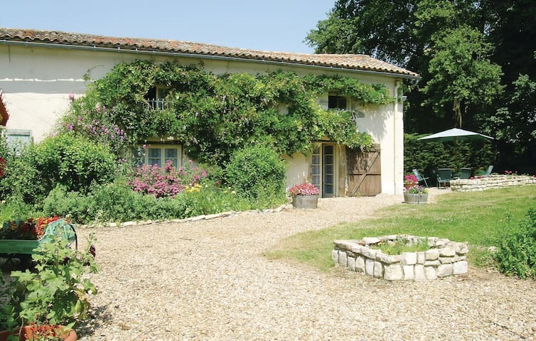 Semi-Detached with 3 bedrooms on 110 m² in Lezay