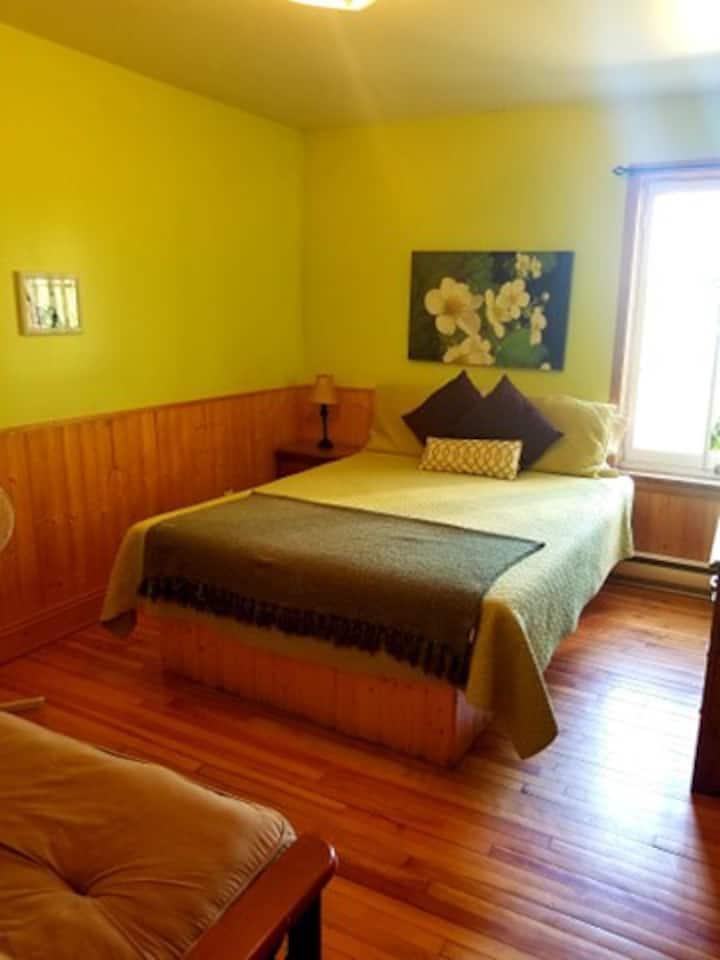 Jolie chambre, tranquille et agréable, Verte