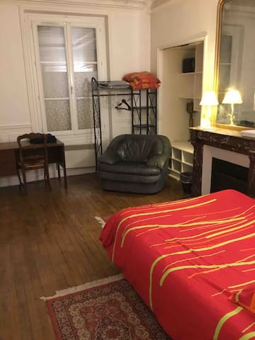 Large Haussmann room  Gare du Nord Paris 10