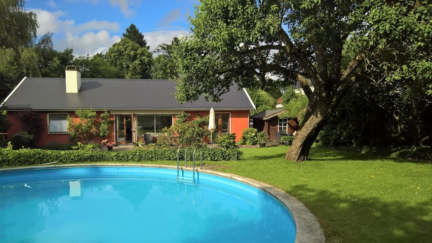 Great villa with pool and 10 min to beach