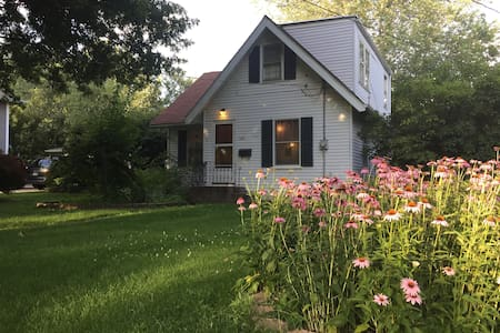 Cute, Cozy 3BR house with parking - Casa
