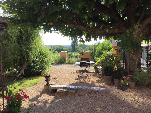 House in Moulin à Vent vineyard