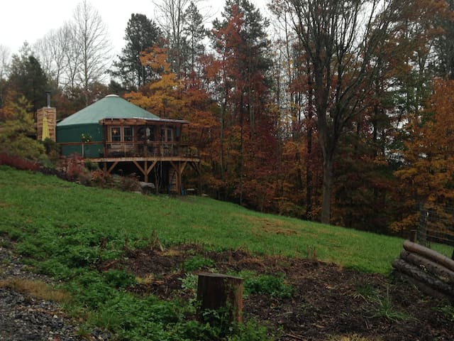 Cozy Yurt in Appalachia near Asheville, NC