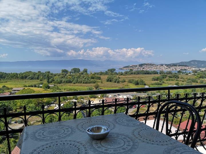 Quiet lake view apartments near Ohrid city center4