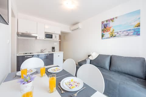 Modern, one bedroom apartment sunny terrace!