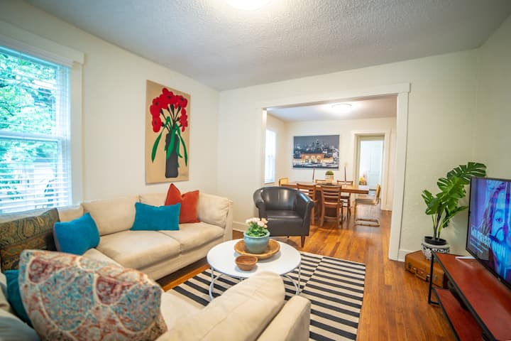 NEW-  Cute And Cozy, Private and Quiet. Central KC