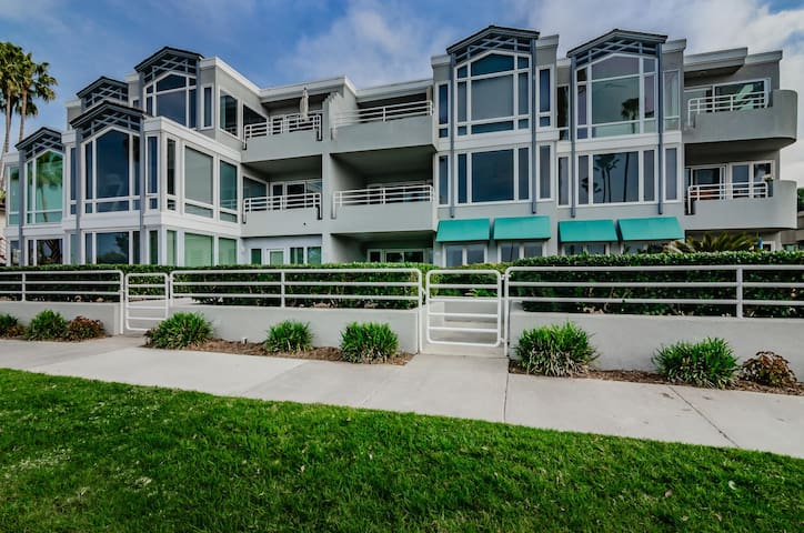 Condo right on La Jolla Shores Park/Beach