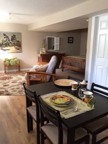 Port Hope, private stylish suite, within home. - Port Hope - Suite