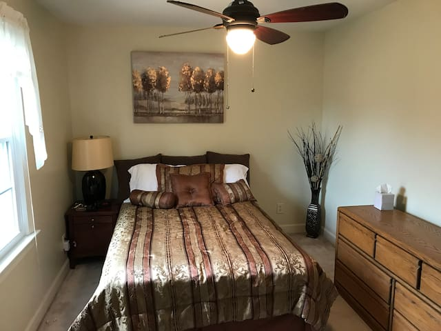 Bedroom on Quiet Golf Course - Near I-95