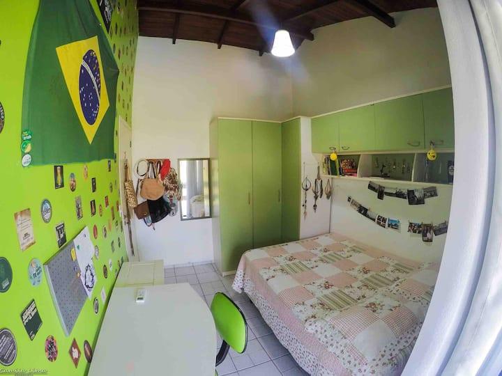 """Quarto """"VIBE"""" na Casa Alto Astral no Campeche"""