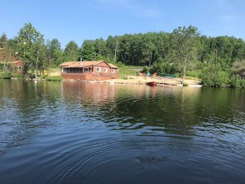 Waterfront Family Cottage, Lake Nosbonsing