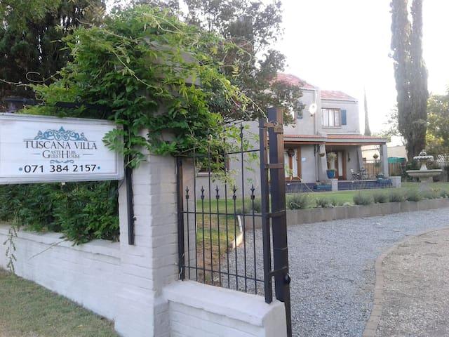 Tuscana Villa Guesthouse Kroonstad,Free State,SA - Kroonstad - Гостевой дом