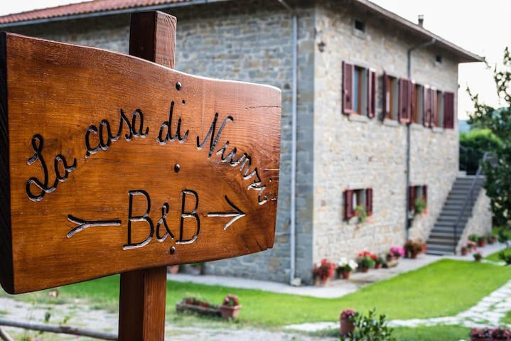 Peaceful countryside B&B near Cortona