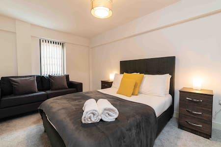**CENTRAL BIRMINGHAM** LUXURY APARTMENT!