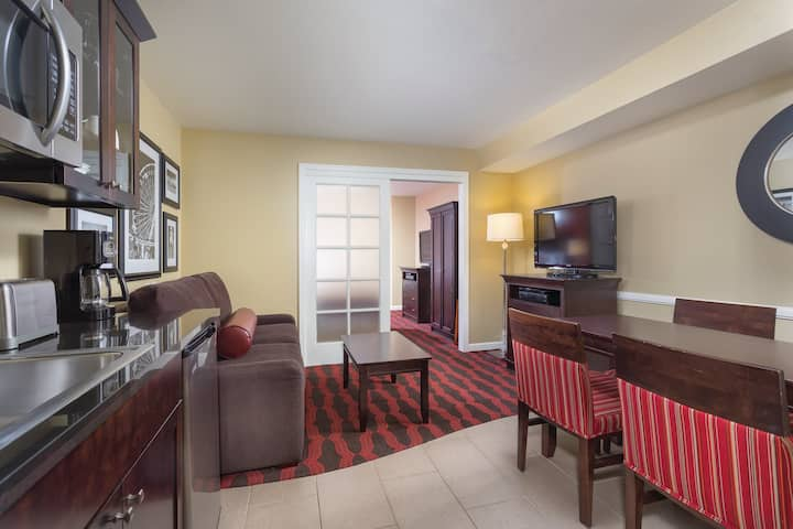 1 Bedroom Suite at Anaheim Resort (3)