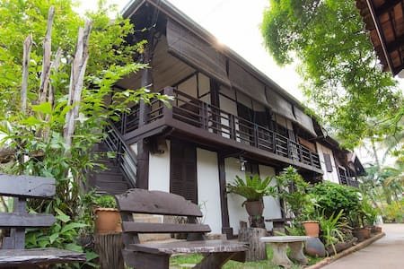 Villa Lao- Triple room - Vientiane - Bed & Breakfast