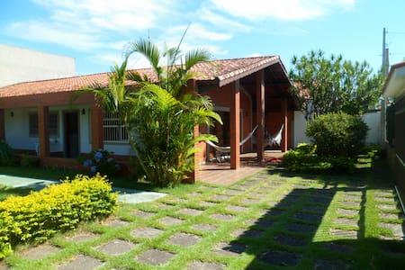 Ampla Casa Térrea a menos de 200 mts da Praia