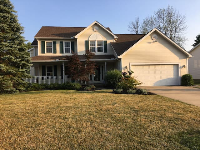 Over 3100 Sqft! For RNC updated 4Br 2.5 Bath - Twinsburg