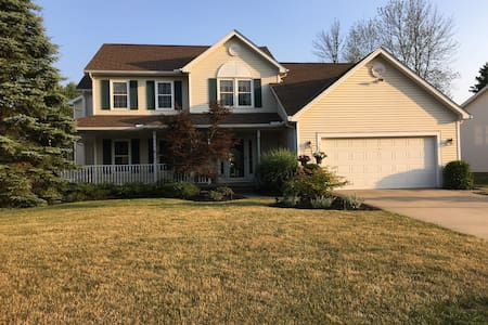 Over 3100 Sqft! For RNC updated 4Br 2.5 Bath - Twinsburg - Casa