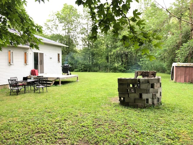Cozy get away next to the St Jean Richelieu River