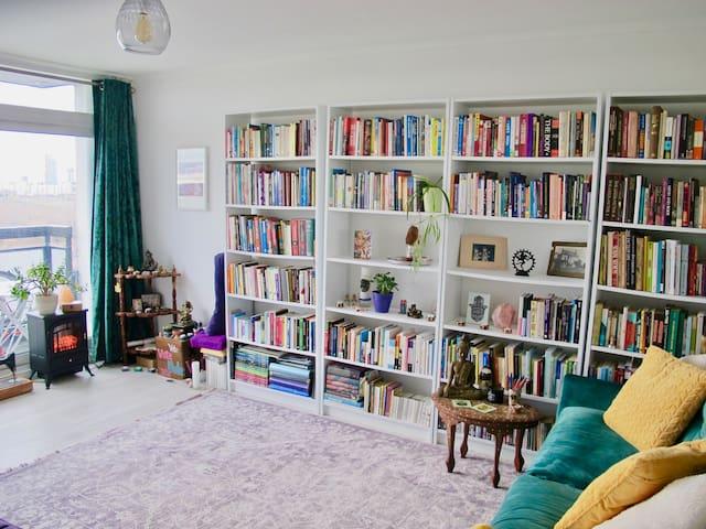 Skyhigh Light & Spacious Apartment