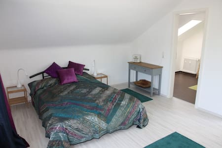 Bright room with great view and private bathroom - Winterbach