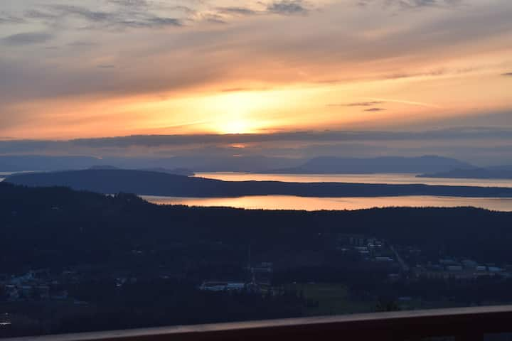Buck Mountain.... Best sunsets on Orcas!