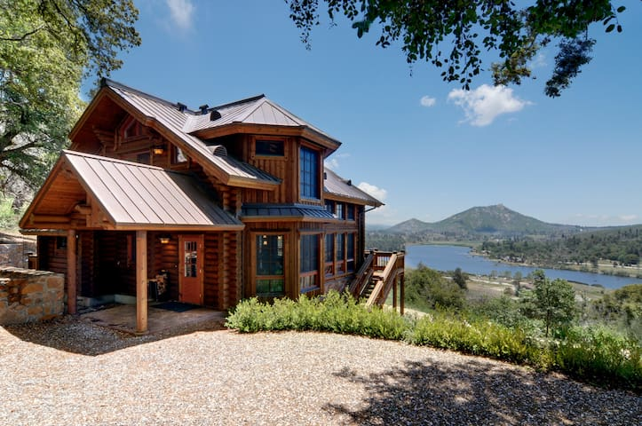 Beautiful lake view log home - Julian - Huis