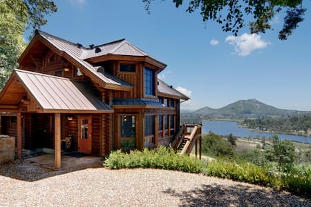 Beautiful lake view log home - Julian