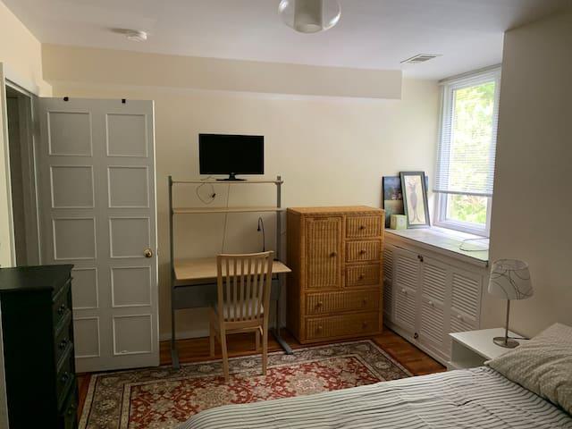 Private Condo Space Plus Laundry, Private Bathroom