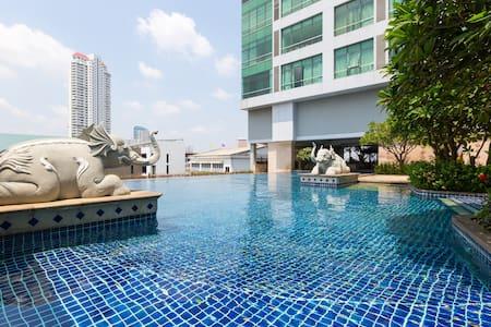 Riverside Condo - BTS Saphan Taksin - Bangkok