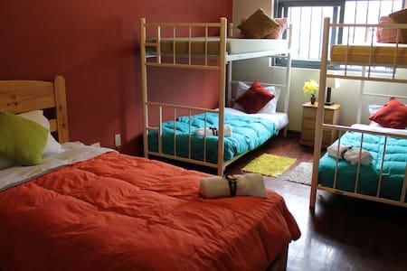 Dormitorio Masculino Compartido para 6 personas