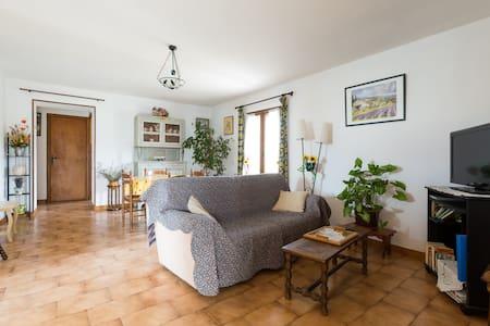 Gite dans maison provençale - Taillades - Lejlighed
