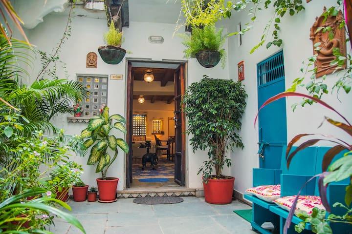 Udaipur Rosie's Retreat. Courtyard Studio.