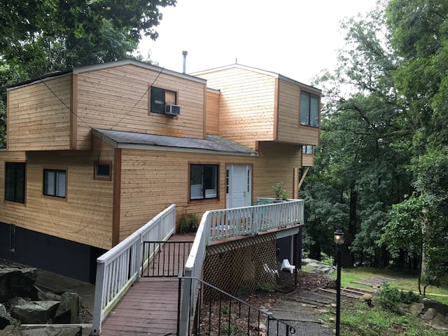 Modern house in forest setting 40mins from NYC